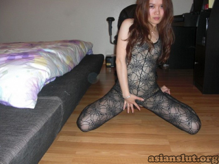 sexy chinese bitch eager to be fucked