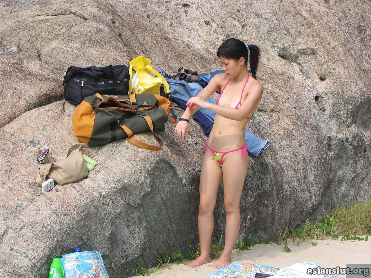 slutty asian lady expose her breast and hairy pussy outdoor asian