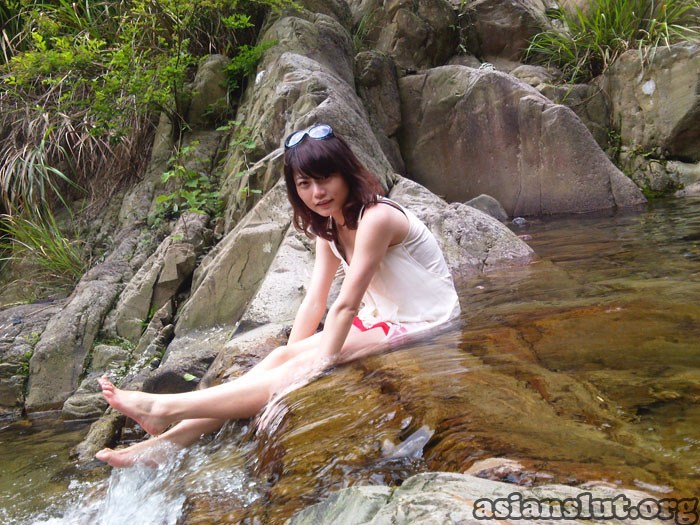lovely chinese girl show her naked Lower body and Blowjob  in open country  Blowjob