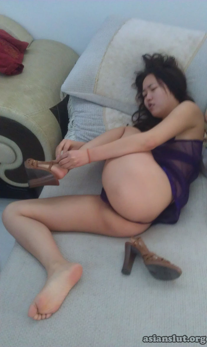 horny chinese slut lying with her leg spreaded,exposing the hairy pussy leg spreaded horny hairy pussy exposing