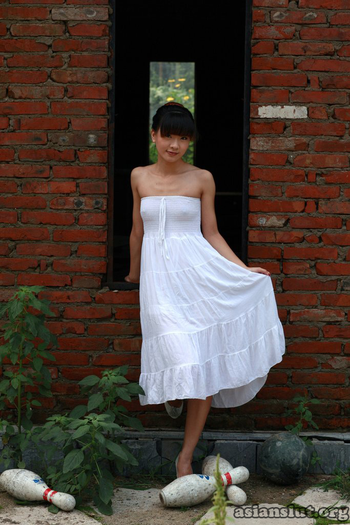 pretty chinese model wudy outdoor nude body art photos wudy