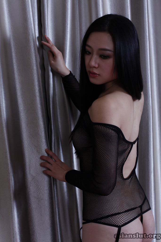 beautiful chinese model  wenwen show her plump buttocks and big breasts xewen wenwen plump buttocks big breasts