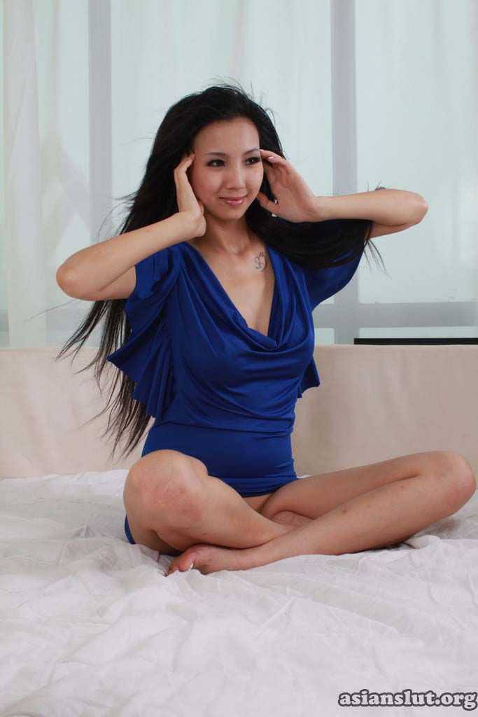 pretty chinese model yiyi with  big Breast show her fantastic nude body nude body chinese model breast