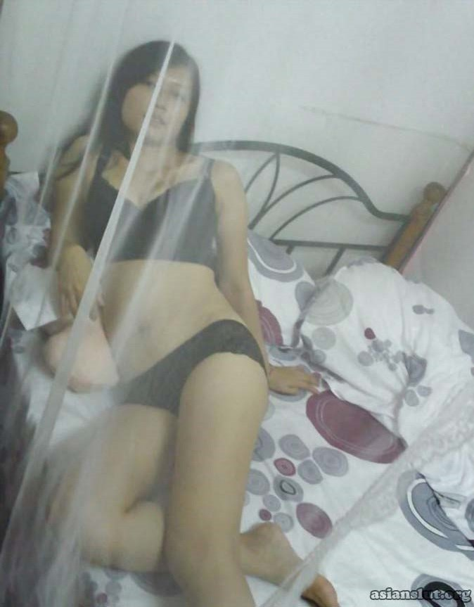 Beautiful Chinese Girlfriend provide good blow job to her Sex partner