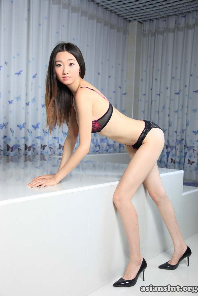 asian girl zhangdan show her tight pink pussy 019