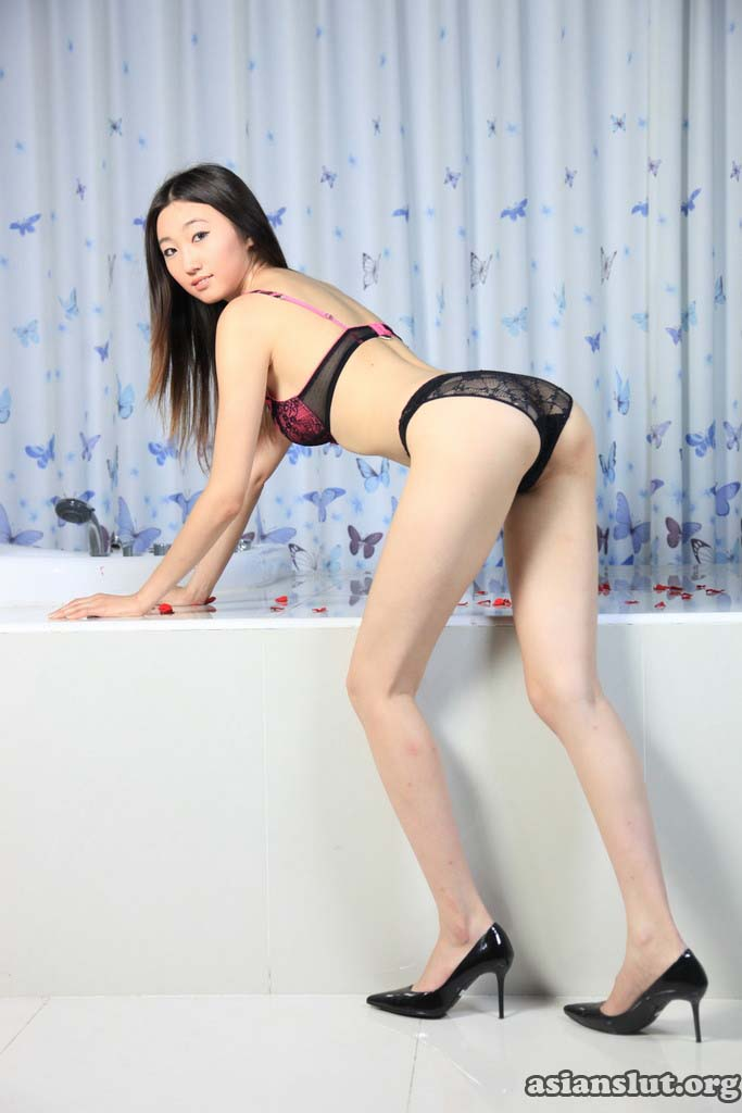 asian girl zhangdan show her tight pink pussy