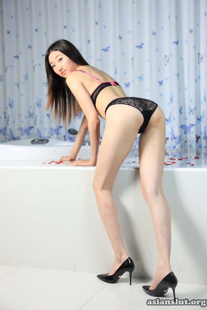 asian girl zhangdan show her tight pink pussy 023