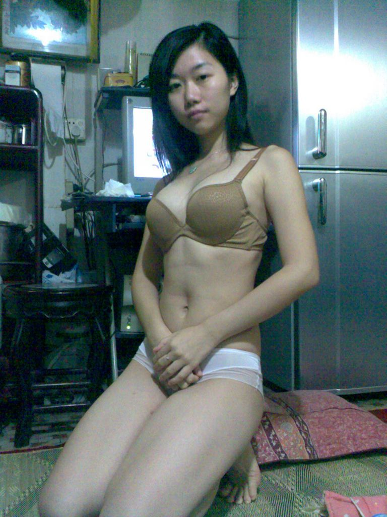 pretty chinese girl quqi show her bare body and enjoys a stiff  cock