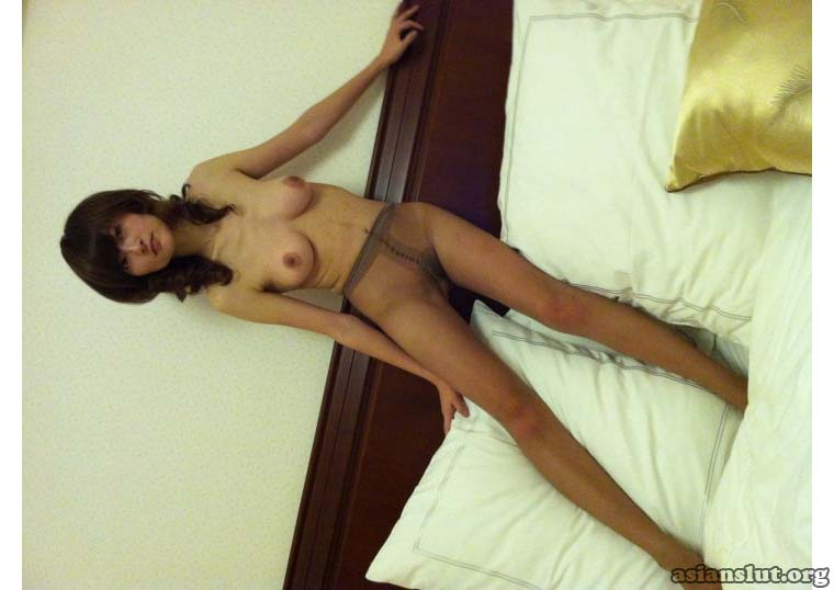 Asian housewife show her nude body