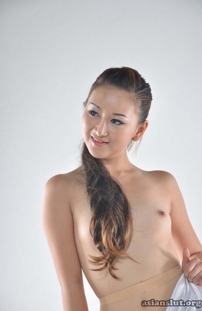 horny chinese model wenwen pose nude