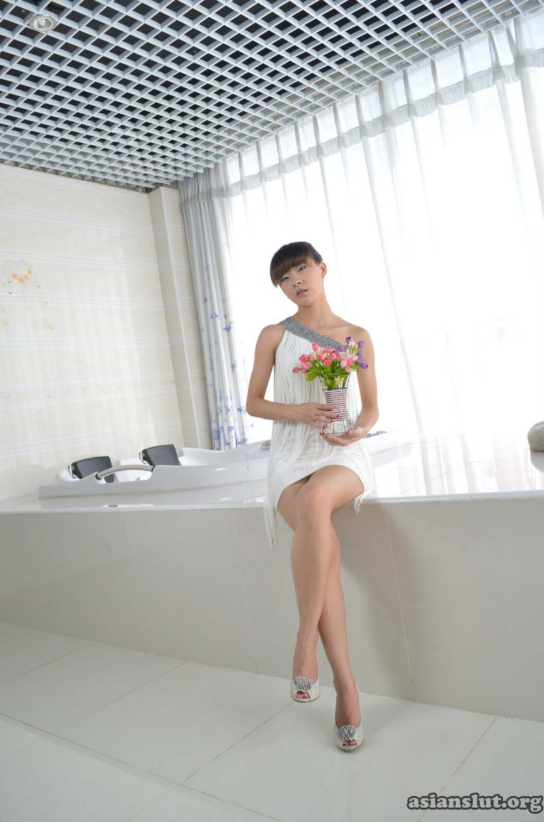 lovely chinese model tongtongs private nude photos skirt naughty Bra beauty