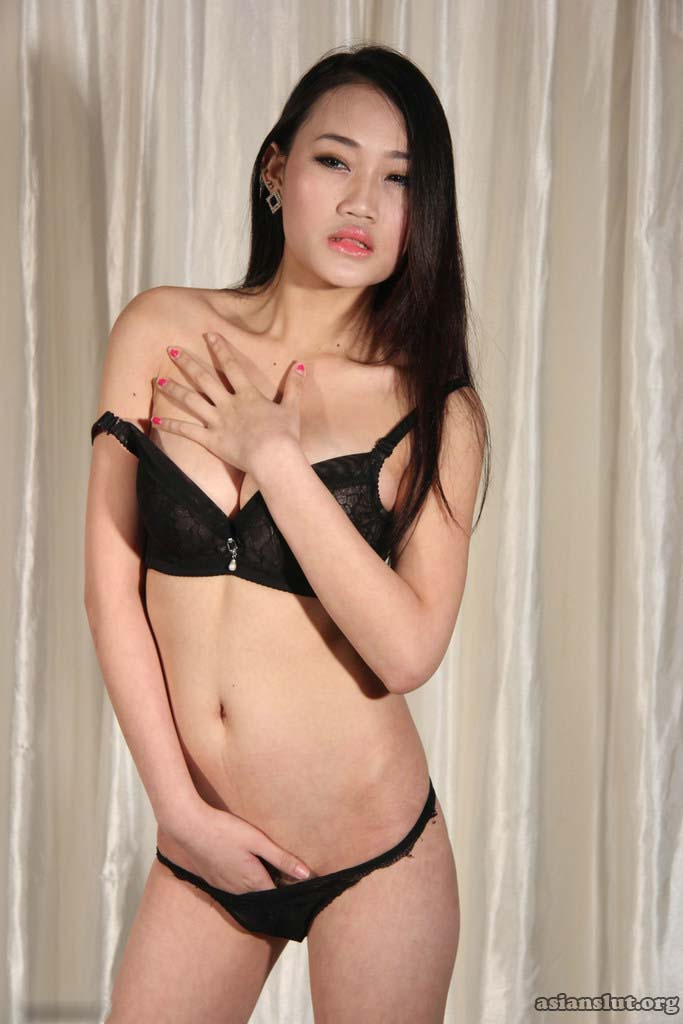 slim Chinese model xiaoxuan spread her leg and show her pink Vagina Shaved Pussy Pussy Masturbation Pussy Fingering