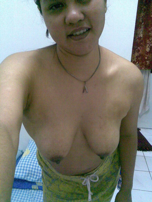 Chubby Malaysian muslim wife show off big boobs