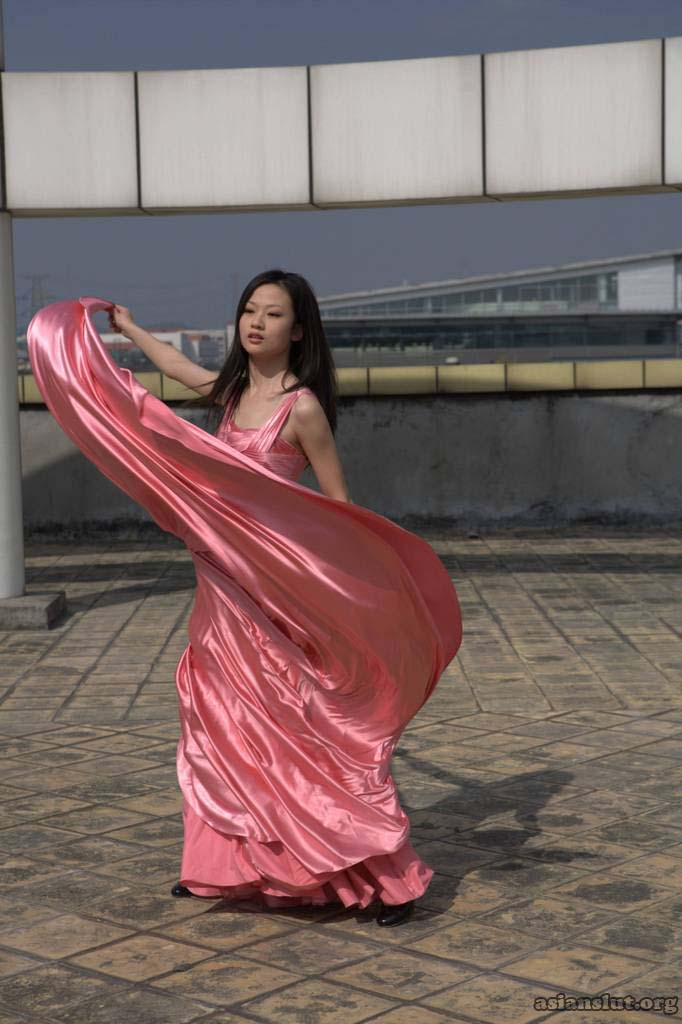 Gorgeous Chinese  Model pose nude outdoor 001
