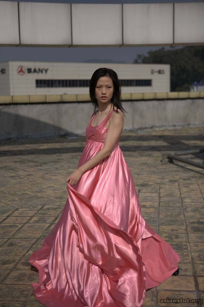 Gorgeous Chinese  Model pose nude outdoor 006