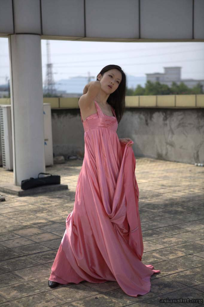 Gorgeous Chinese  Model pose nude outdoor 012