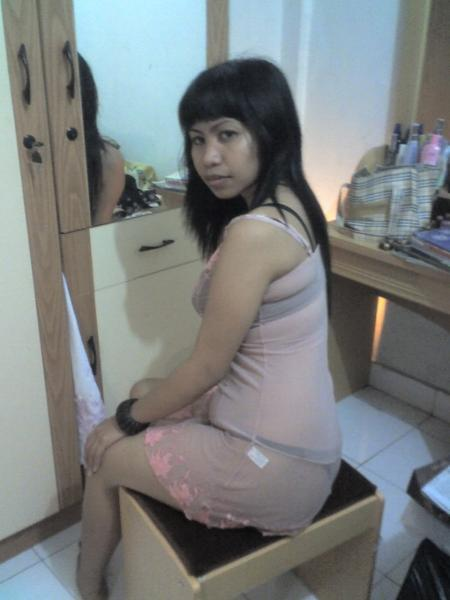 Cute Indonesian Girl Self shots in the bed