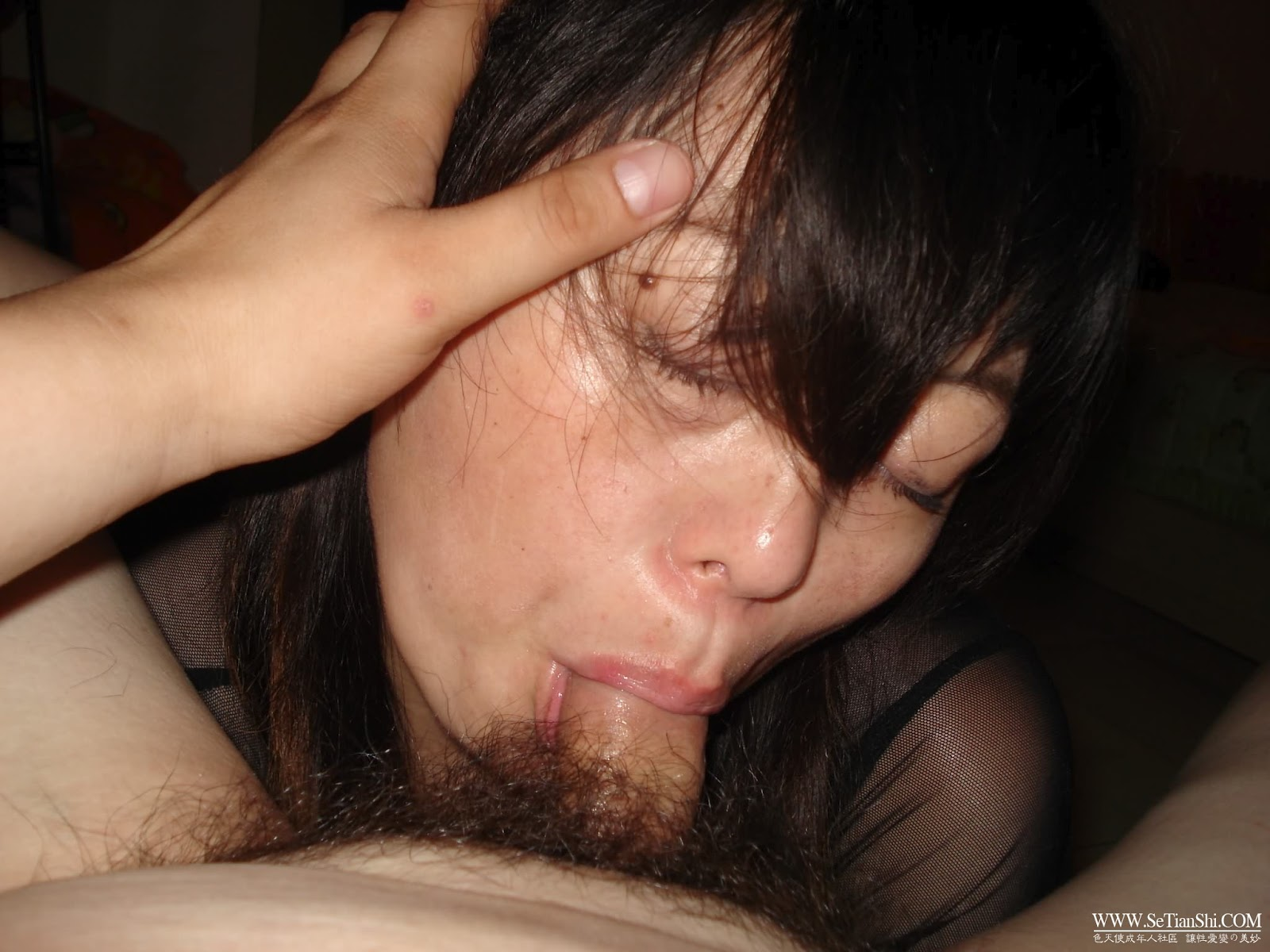 Chinese middle aged wife's show her juicy pussy and gets pleasured with vibrator Vaginal Toys stripping Shaved Pussy Pussy Masturbation Dildo Amateur