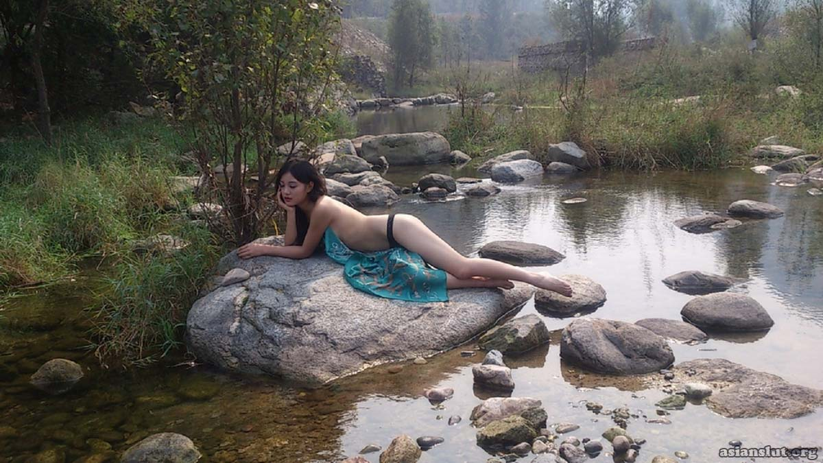 Beautiful Chinese girl lin ziyan outdoor nude pics stripping porn