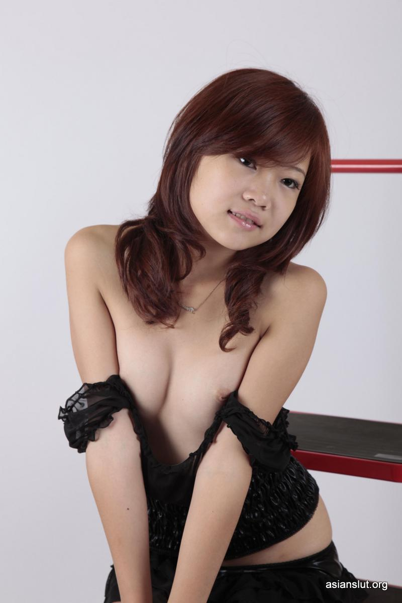Amateur Asian Model sisi Shows Her Shaved Pussy For Private Photoshoot 027