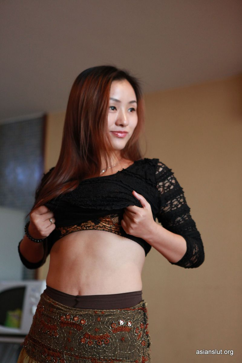 Sexy Naked Chinese model xinyi Showing Off Her juicy wet Pussy
