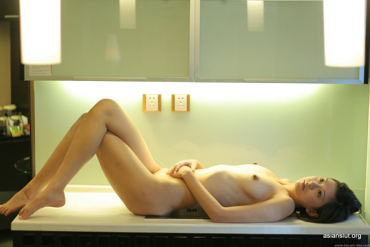 chinese model yanyan indoor nude pics