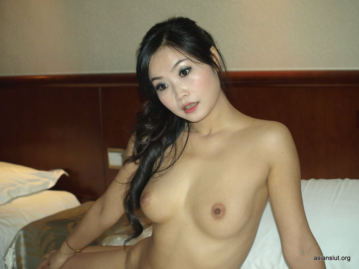 slutty chinese shenzhen housewife show her wet pussy nude juicy fuck